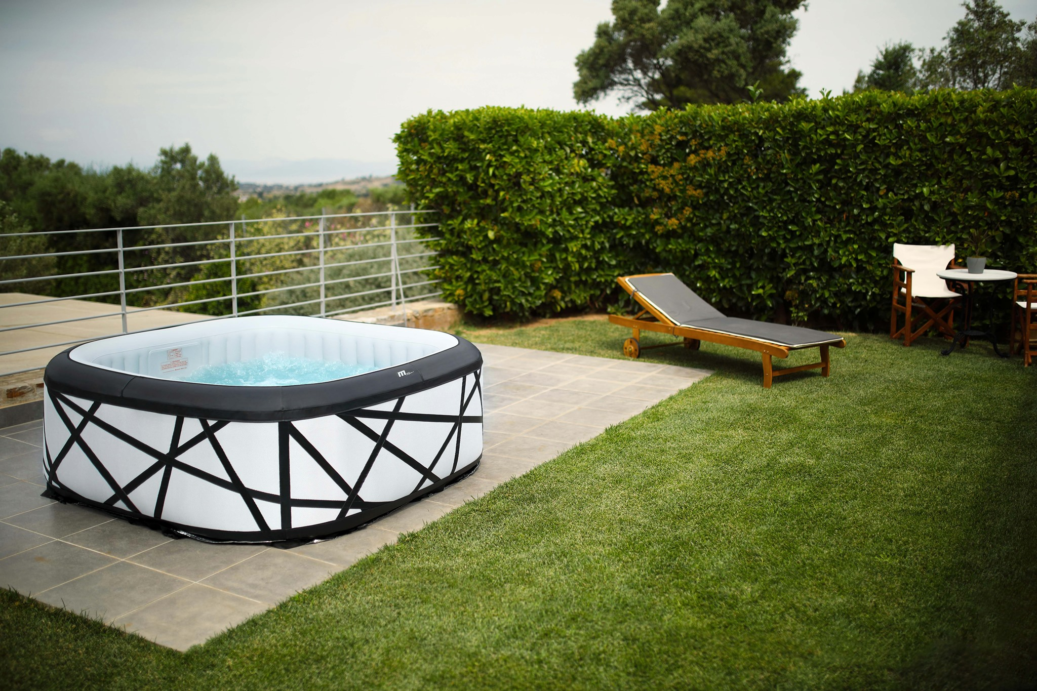Completely surround your body in a blissful cushion of massaging bubbles in the MSpa SOHO cube air bath. The extra-spacious square shape allows you to relax fully immersed and supported in luxury.  The variable-speed bubble feature gives y » Spas, Swim Spas & Accessories Fuengirola, Costa Del Sol, Spain